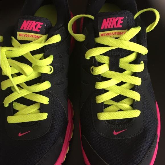 le scarpe nike rivoluzione molto carino poshmark